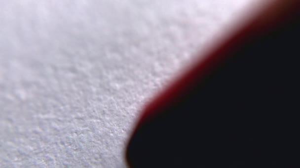 red bialy graficy szczelnie do gory